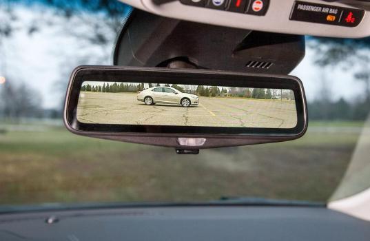 Jak přilepit zpětné zrcátko u automobilu?
