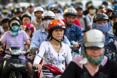 Hromada skútrů ve Vietnamu