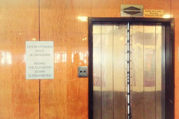 Jednosměrný výtah bez tlačítek